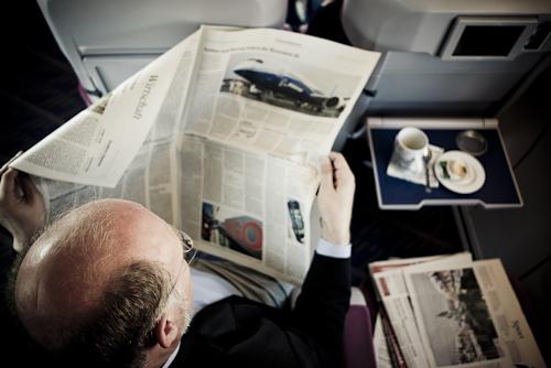 Kostenlos Zeitung lesen bei ISO 200 und f/2,8